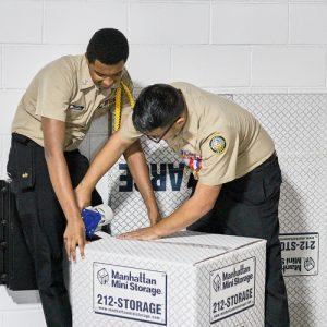 The cadets pack up | Los cadetes empacan